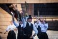 Folkloristi oživia v Lúčkach tradície a postavia drevenú plť