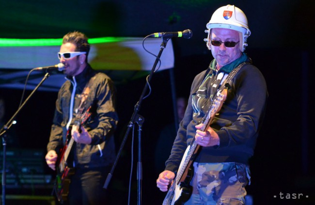 Horkýže Slíže majú novú basgitaristku, berú si ju so sebou na turné