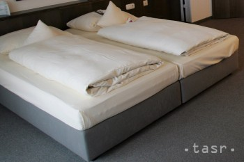 Z krádeže v hotelovej izbe obvinili mladú dvojicu z Bratislavy