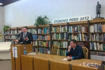 Robert Fico chce, aby budúci novinári nepísali o Slovensku len čierno