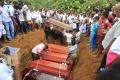 Zosuvy pôdy a záplavy si na Srí Lanke vyžiadali najmenej 122 obetí