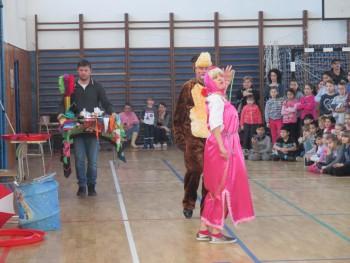 Máša a medveď v cirkuse