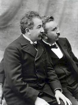 Francúz Louis Jean Lumiere sa narodil pred 150 rokmi