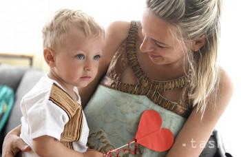 Vzdelanejšie a s vyšším príjmom: Tieto ženy si materskú dlho neužívajú
