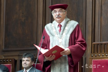 Rektor Univerzity Komenského Karol Mičieta má 65 rokov