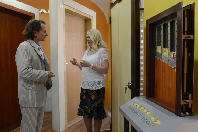 9c7e01b9f2 Na snímke konateľ spoločnosti ADLO Jozef Adame (vľavo) a Anna Hospodárová z  Oddelenia komunikácie a prevencie KR PZ Košice Foto  TASR Milan Kapusta.