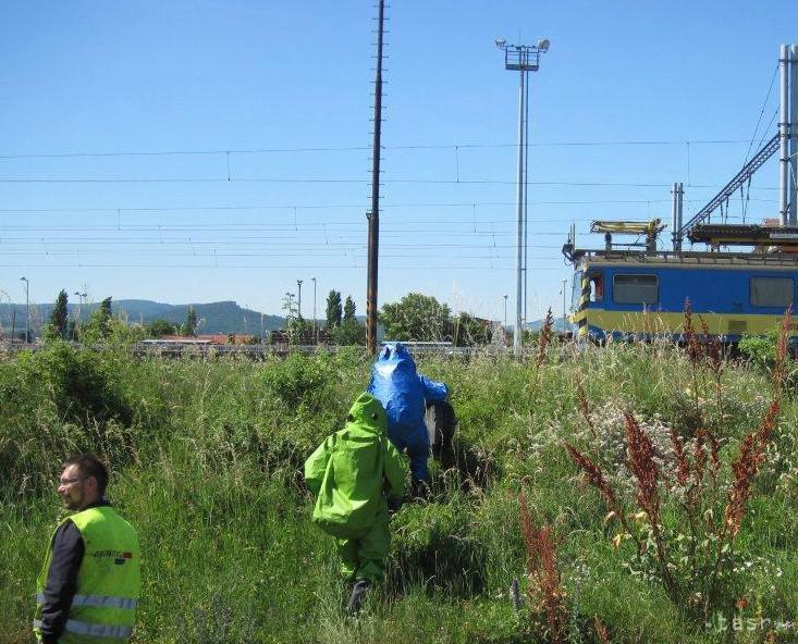 Na stanici v Čadci unikala z vagóna kyselina chlorovodíková
