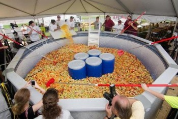 Študenti z USA urobili ovocný šalát, dostali sa do Guinnessovej knihy