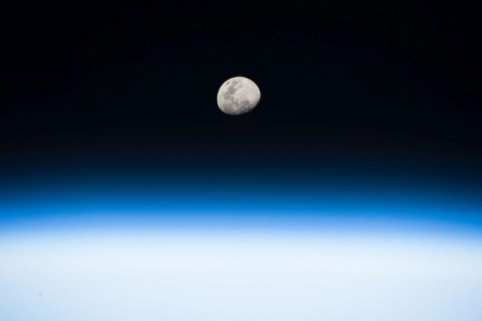 Pohľad na Mesiac z Medzinárodnej vesmírnej stanice. Foto: NASA