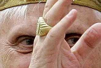 Klenotník, ktorý vyrobil Benediktov prsteň, chce, aby dielo nezničili