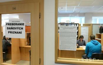 Podaním daňového priznania môžu študenti získať od štátu stovky eur