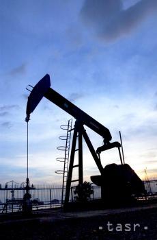 Obmedzenie ťažby ropy pomáha urýchliť návrat rovnováhy na trh