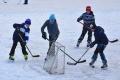 Na verejnom klzisku v Malackách ponúkajú kurzy korčuľovania