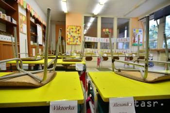 Ľudia vnímajú pozitívnejšie požiadavky učiteľov než zdravotníkov