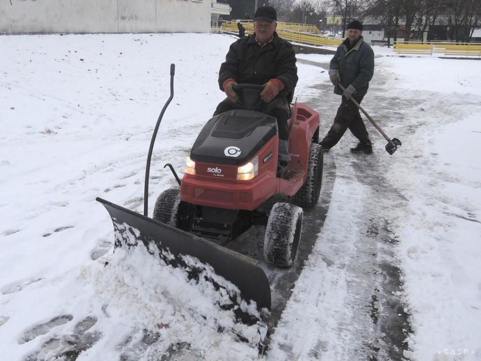 Levice sa počas zimy musia postarať o kilometre chodníkov navyše 81125da8735