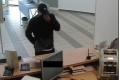 Pomôžte polícii nájsť páchateľa, ktorý vylúpil banku v Bratislave