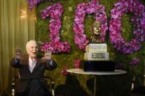 Kirk Douglas oslávil 100 rokov, za dlhovekosť poďakoval manželke