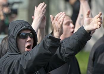 Mladých k extrémistickým skupinám ťahajú nenaplnené potreby