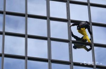 Francúzsky pavúčí muž sa pokúsil zdolať výškovú budovu v Soule