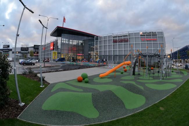 Návštevníci Avion Shopping Park v Bratislave zažili nácvik evakuácie Foto   Avion Shopping Park 9b0570dc890