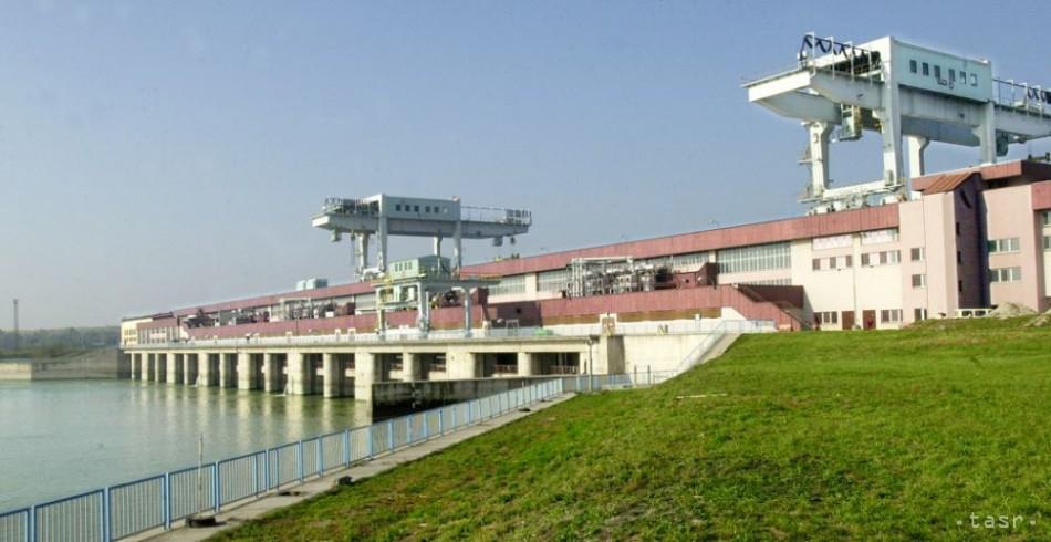 Plavba cez Gabčíkovo je kvôli silnému vetru pozastavená