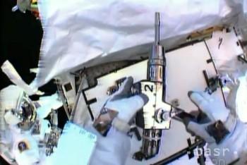 Dvaja astronauti dočasne opravili únik amoniaku v chladiacom systéme