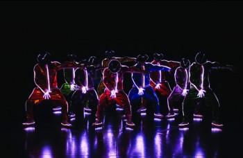 Michael Jackson ožil v šou Cirque du Soleil!