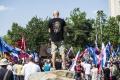 VIDEO:Bratislavou pochodovali extrémisti,na polícii skončilo 11 ľudí