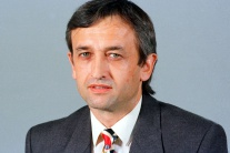 Bývalého poslanca NR SR Františka Gauliedera zrazil vlak