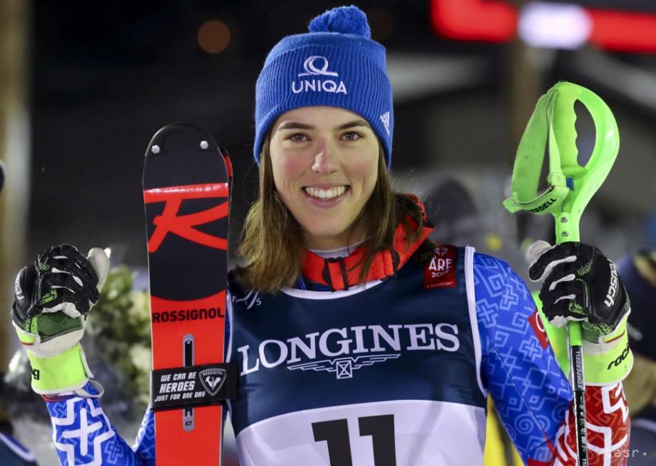 Slovenská lyžiarka Petra Vlhová sa teší zo zisku striebornej medaily v alpskej kombinácii na majstrovstvách sveta v alpskom lyžovaní vo švédskom Are 8. februára 2019. Zlato obhájila Švajčiarka Wendy Holdenerová, bronz získala Nórka Ragnhild Mowinckelová.