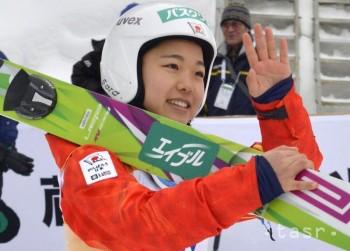 Skokanka na lyžiach Takanašiová triumfovala v Hinzenbachu aj v nedeľu