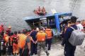 Pri nehode autobusu v Číne zahynulo najmenej 21 ľudí