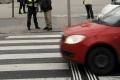 Mladík zrazil na prechode v Bratislave pripitú dôchodkyňu