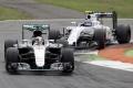 F1: Hamilton ovládol kvalifikáciu v Sepangu, získal 8. pole position