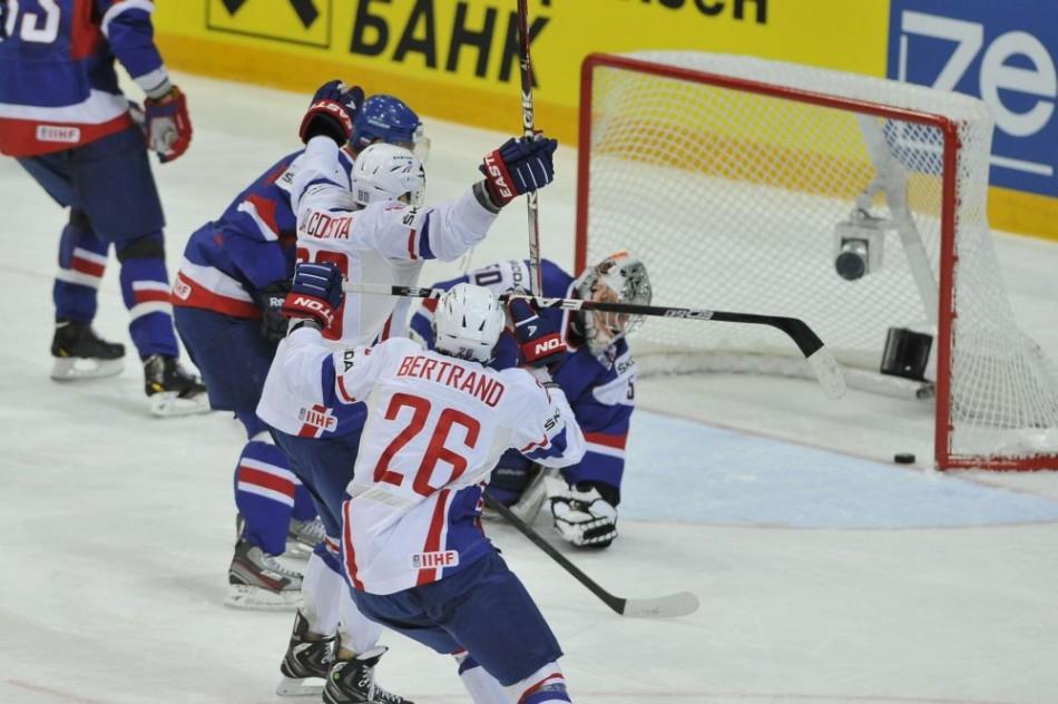 Slovenskí hokejisti v boji o postup do štvrťfinále ms 2012
