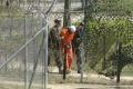 Omán prijme desať zajatcov z americkej väznice Guantánamo