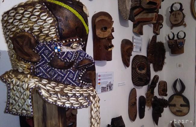 Malá dedinka má jedinečnú galériu masiek z celého sveta
