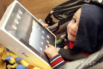 Deti do dvoch rokov by vôbec nemali sledovať televíziu či internet