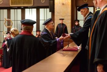 Teológ Robert A. Kolb získal čestný doktorát Univerzity Komenského