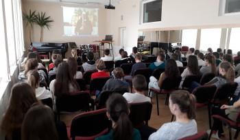 Beseda k 30. výročiu Sviečkovej manifestácie: MOC verzus PRAVDA