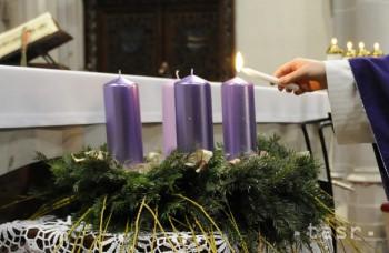 Zapálili sme prvú sviečku: Čo znamená adventné obdobie pre kresťanov?