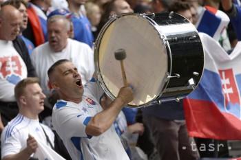 Na snímke slovenskí fanúšikovia na štadióne pred osemfinále majstrovstiev Európy vo futbale medzi Nemeckom a Slovenskom 26. júna 2016 v Lille.