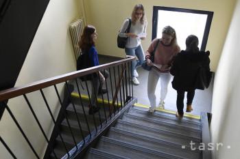 Do akcie Hýb sa do schodov sa na LF UPJŠ zapojila stovka študentov