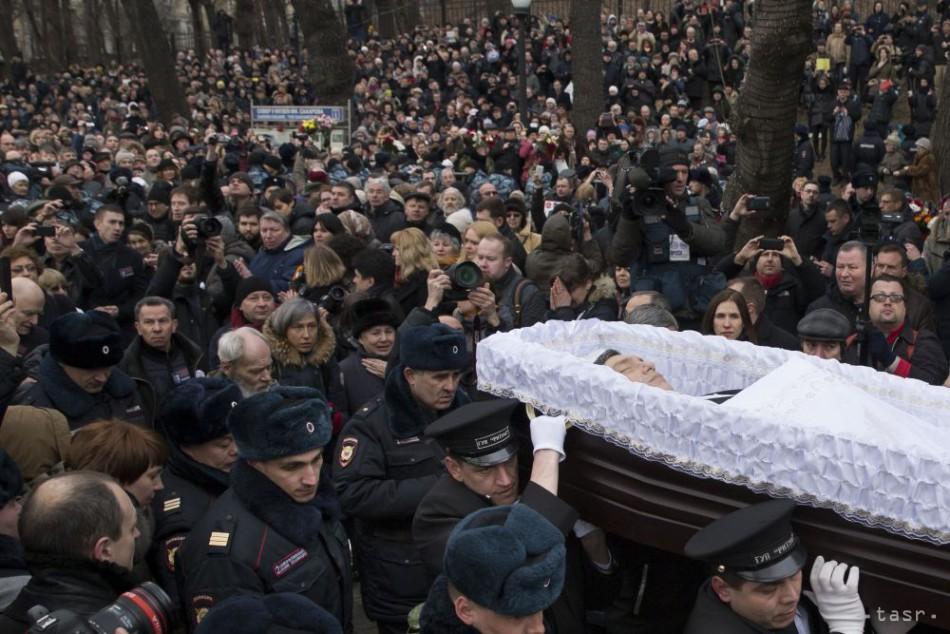 Moskva sa rozlúčila s Borisom Nemcovom, Putin na pohreb neprišiel